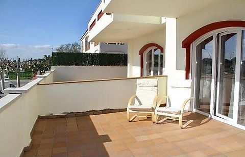 Flat in 2nd line of sea for sale, small building, terrace 30 m2
