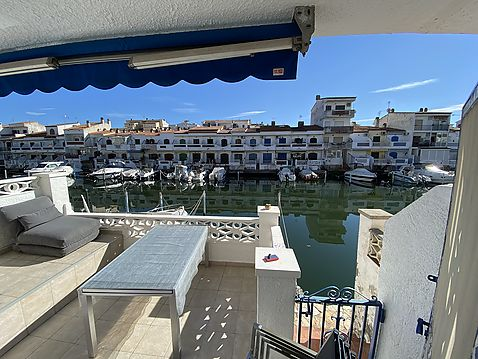 Apartment for sale in Empuriabrava with large terrace, canal views with mooring and garage