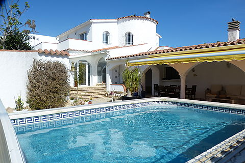 Canal house on a 875 m2 plot with a 25 m mooring for sale in Empuriabrava