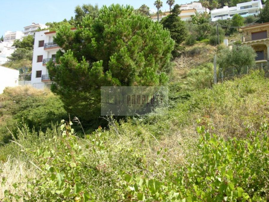 Sale plot in Roses, near the beach, conference to the sea